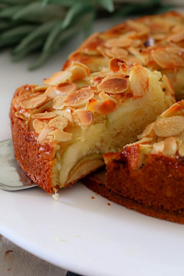 recette facile et rapide de gateau aux pommes et aux amandes, moelleux aux pommes et aux amandes