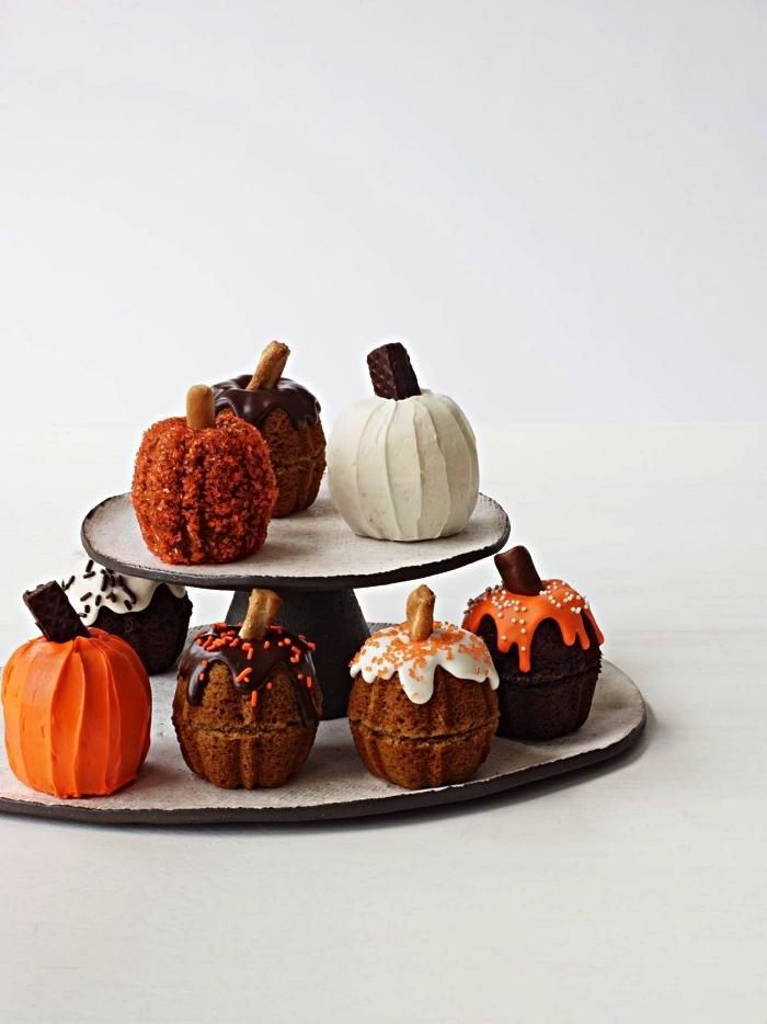 petit gateau individuel en forme de citrouille avec ou sans glaçage, mini-citrouille en gâteau pour halloween
