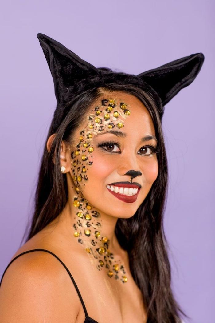 se déguiser en chat halloween, idée costume femme pour halloween, maquillage rouge à lèvre bicolore façon visage chat