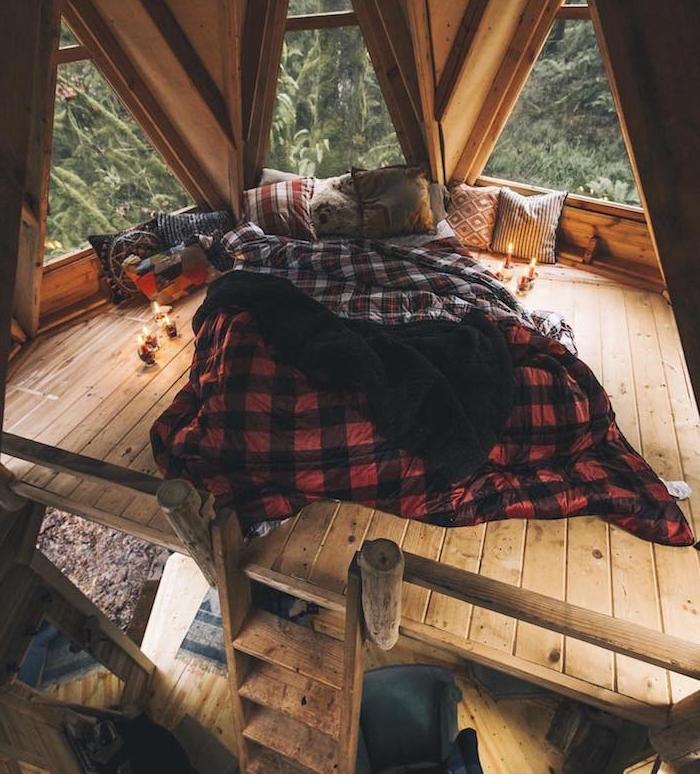 amenagement chambre rustique, deco chalet de montage, lit mezzanine, sous comble, maison de bois avec ossature bois, lit matelas cosy ambiance