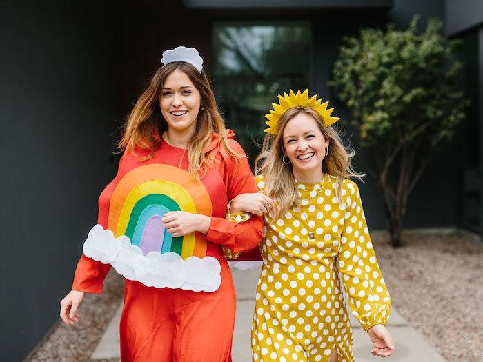 deguisement couple femmes arc en ciel et soleil, idée deguisement soirée halloween