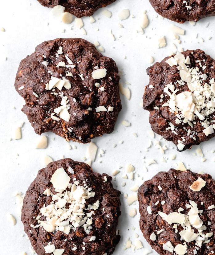 cookie aux amandes, banane, flacon d avoine, dattes, cacao, cannelle, recette pour préparer un petit déjeuner sain