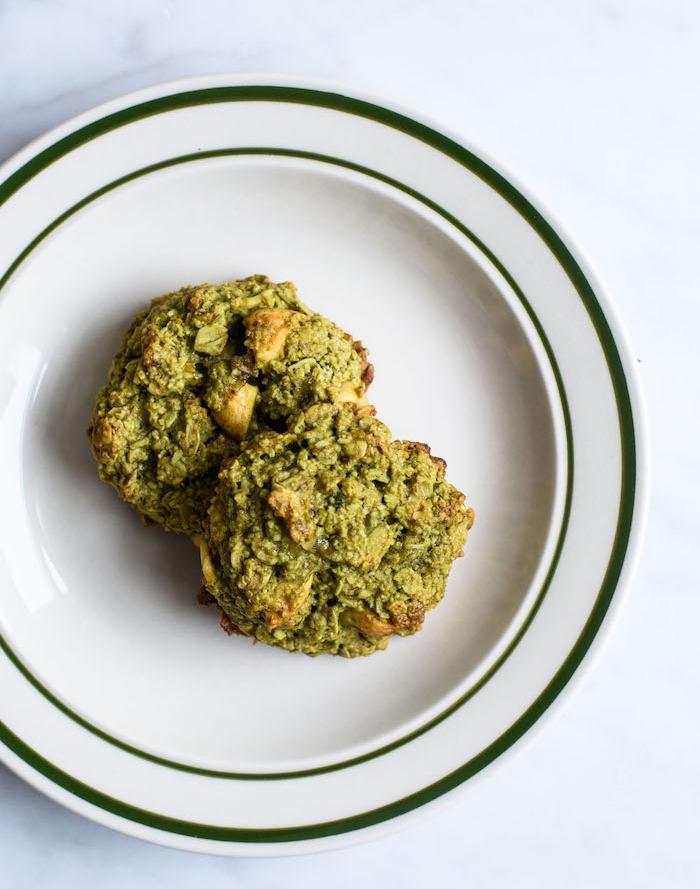 exemple comment faire des cookies aux flacons d avoine, matcha, huile de coco, banane et des pistahces