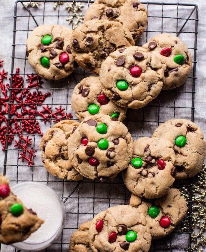 cookies biscuit sablé de noel et bonbons mm, pate a cookie de noel a faire soi meme, dessert petit dejeuner de noel