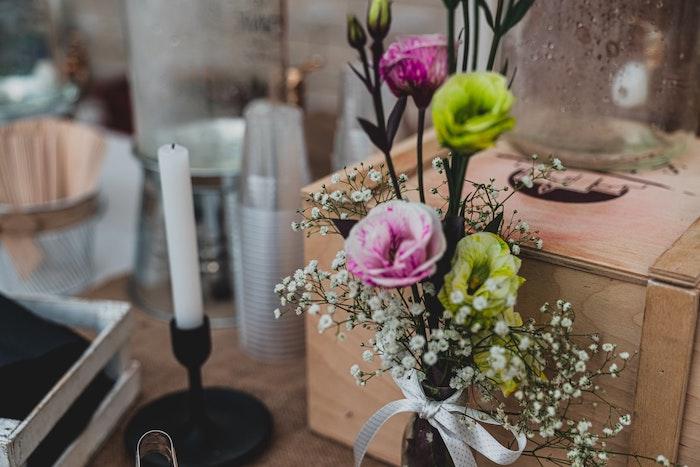 urne de mariage style champetre chic, idees pour organiser un mariage champetre, decoration de mariage