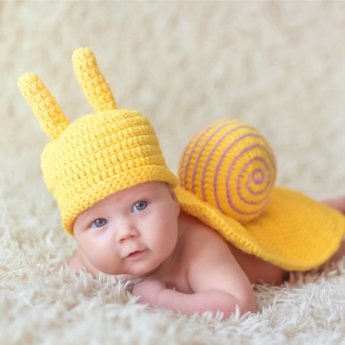 Escargot jaune en crochet deguisement bebe, idée de deguisement halloween enfant, diy costume pour les plus petits