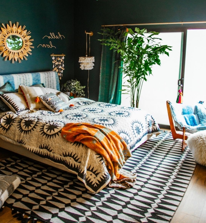 tendance déco intérieure 2019 style jungalow, comment décorer sa chambre, idée peinture murale 2019 vert foncé