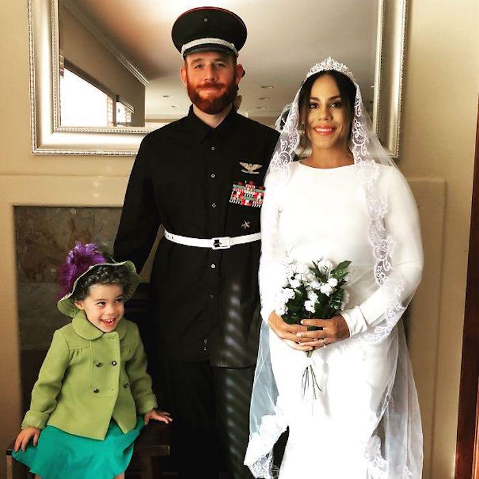 La famille royale avec un bébé pour la reine, déguisement facile, comment se déguiser pour la fete de halloween