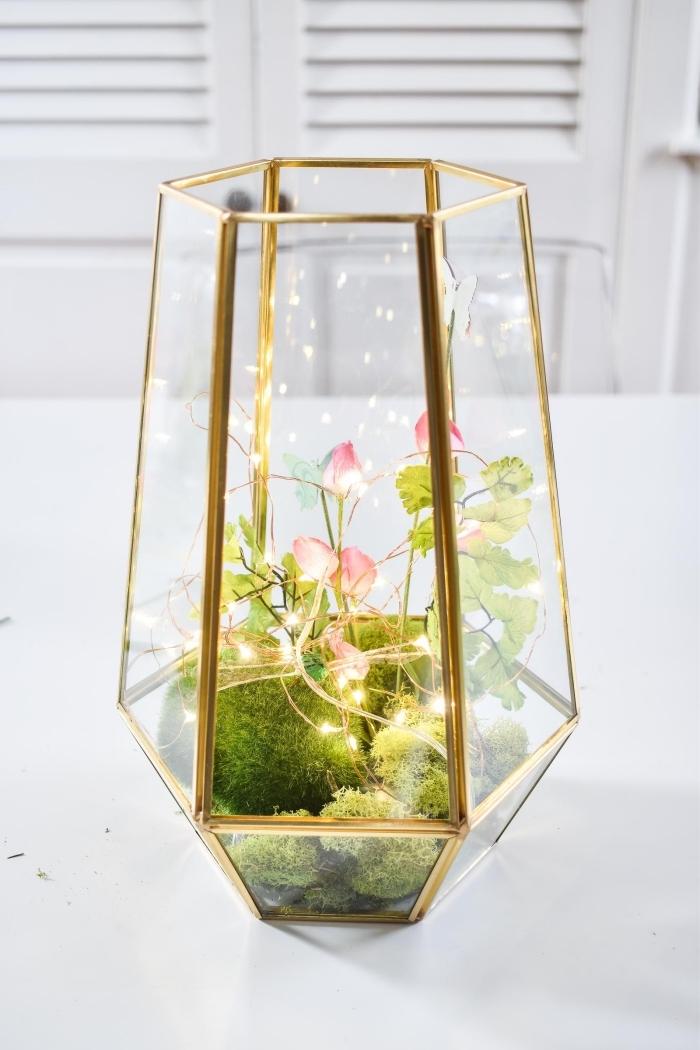 faire un objet déco original, idée terrarium plante bocal lumineux, modèle terrarium avec plantes artificielles et guirlande lumineuse