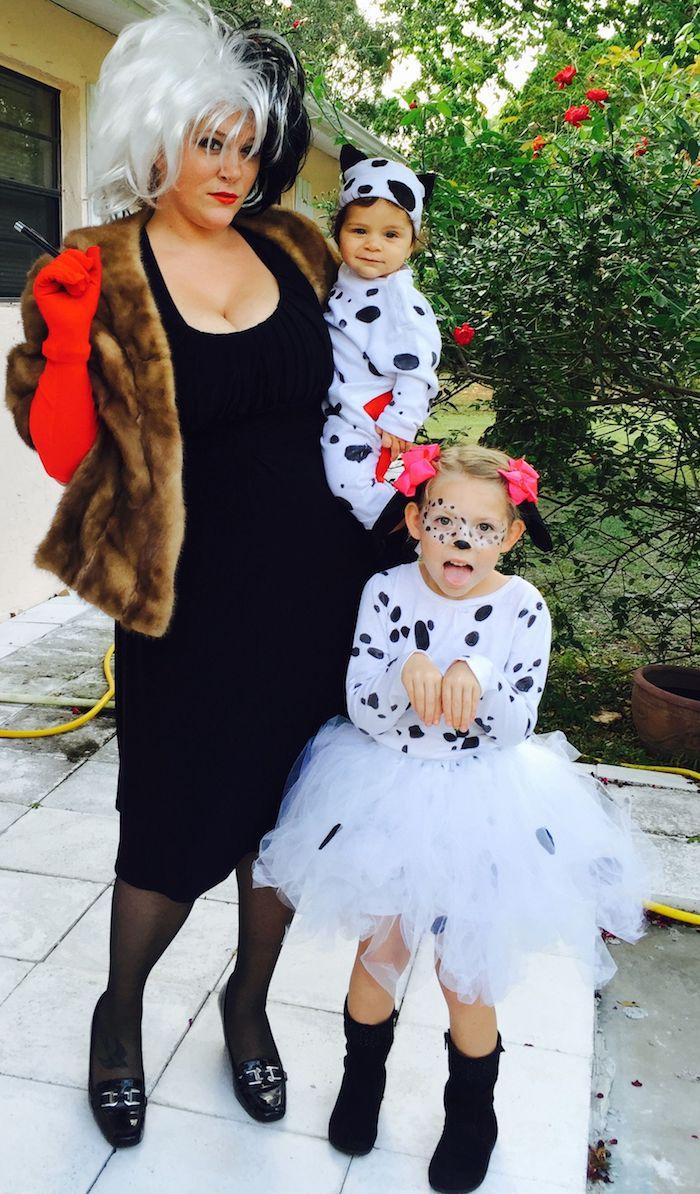 101 dalmatiens déguisement cinéma, déguisement bébé et sa soeur et la mere, style annees 90 originale tenue
