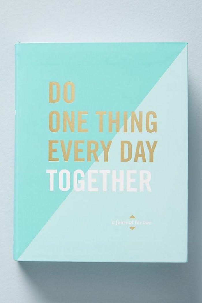 Journal guidé, repondre une question ensemble chaque jour, idée cadeau couple, coffret cadeau couple amoureux