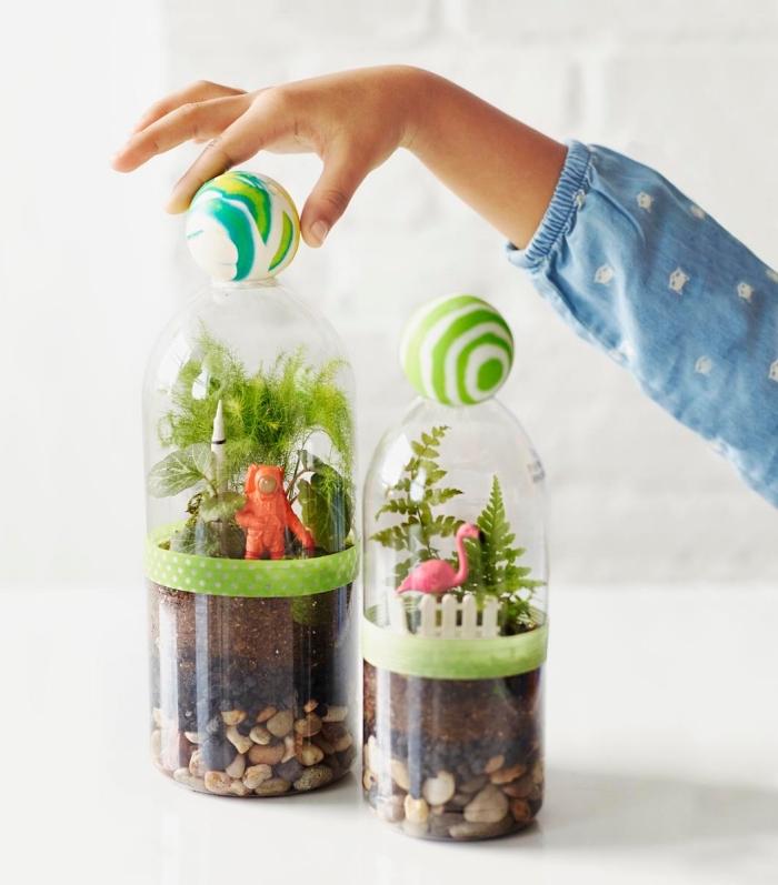 comment faire un petit jardin dans bocal, idée projet créatif avec les petits, diy terrarium en bouteille fermée