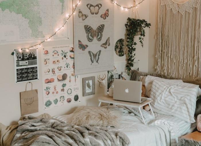 tete de lit macramé mural, couches de linge de lit pour deco cosy, deco chevet plante en pot suspendu, affiches nature et découverte décoratives