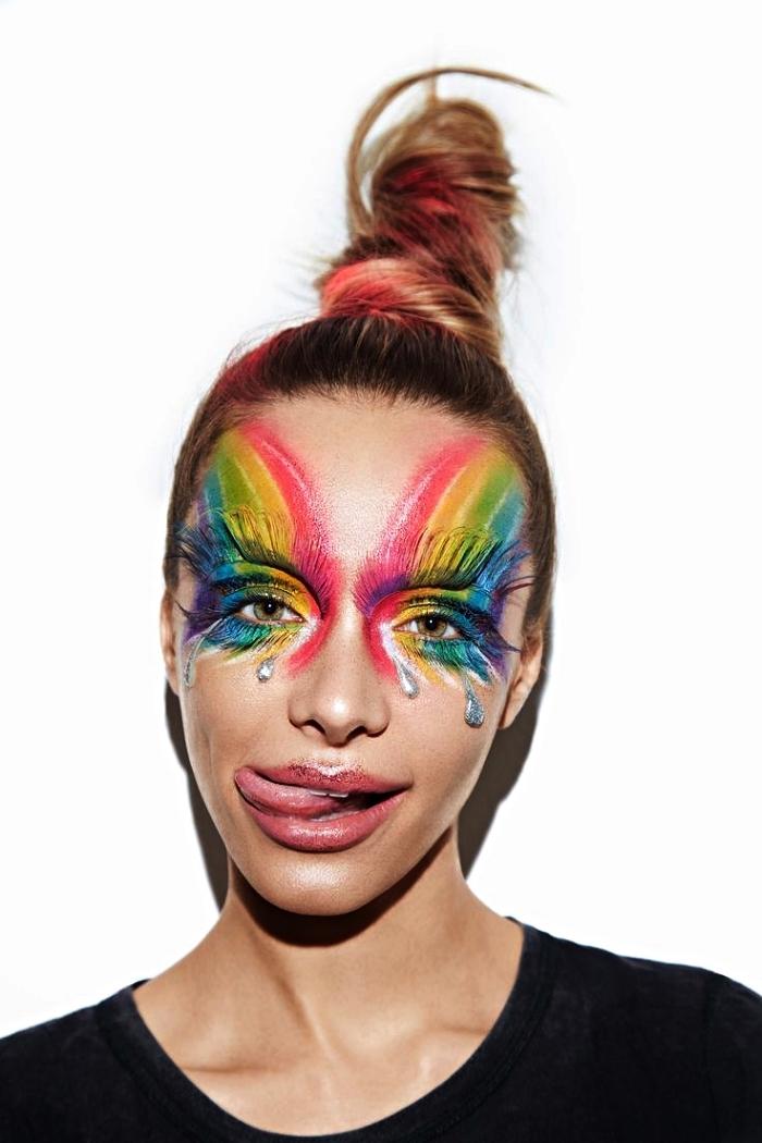 maquillage arc en ciel artistique avec des larmes et des sourcils dessinés, fard arc-en-ciel autour les yeux