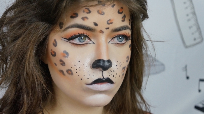 technique makeup facile pour halloween, idée déguisement femme en chat Halloween, maquillage halloween simple
