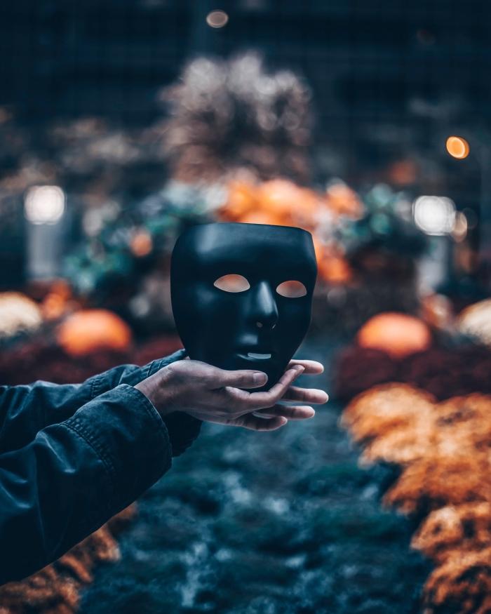idée déguisement pour halloween avec masque visage, wallpaper pour iphone halloween, idée fond d'écran horreur