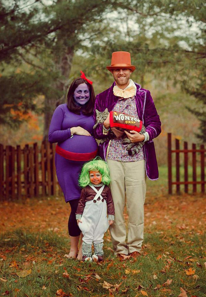 Wonka famille deguisement halloween garcon, célébrer Halloween en famille, femme enceinte, petit enfant, chaton deguise comme chocolat