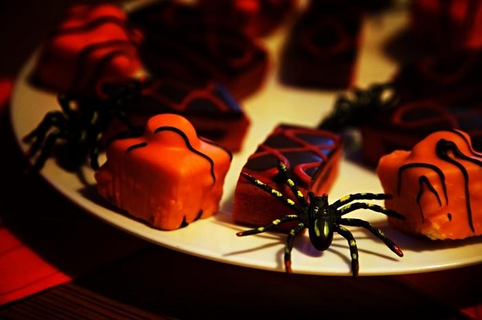plateau de petits fours d'halloween variés pour l'apéro, recettes faciles et rapides pour l'apéro d'halloween