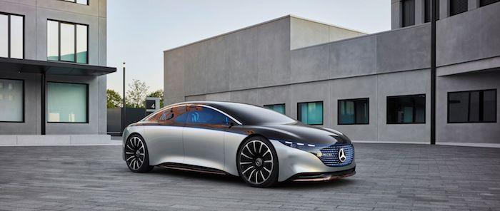 Avec son concentré de technologies, ses matériaux recyclés et son puissant moteur électrique, Vision EQS se targue d'incarner le luxe à la façon Mercedes