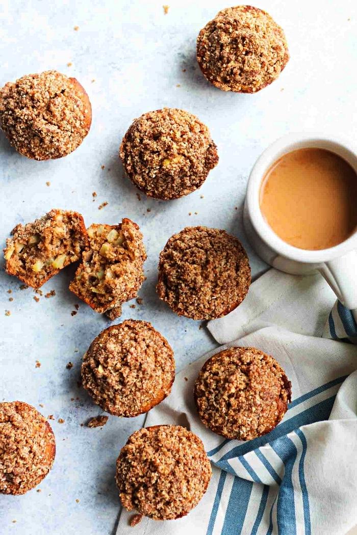 muffins aux pommes et à la cannelle en version healthy, recette de muffins aux pommes sans farine, idée dessert rapide et facile