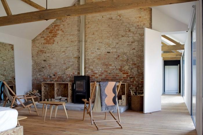 idée renovation interieur style campagne, décoration salon blanc et bois avec accent en noir et gris, meubles salon rustique en bois