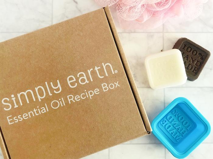 Box avec huiles pour créer de savon soi meme, coffret cadeau couple, cadeau 1 an couple occasion spécial, cadeau activité manuelle