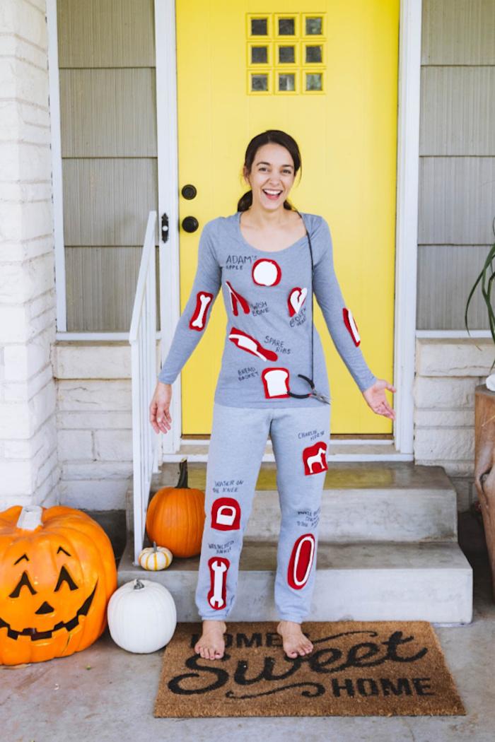 Jaune porte décoration Halloween avec citrouilles, idée déguisement halloween, idée costume halloween original