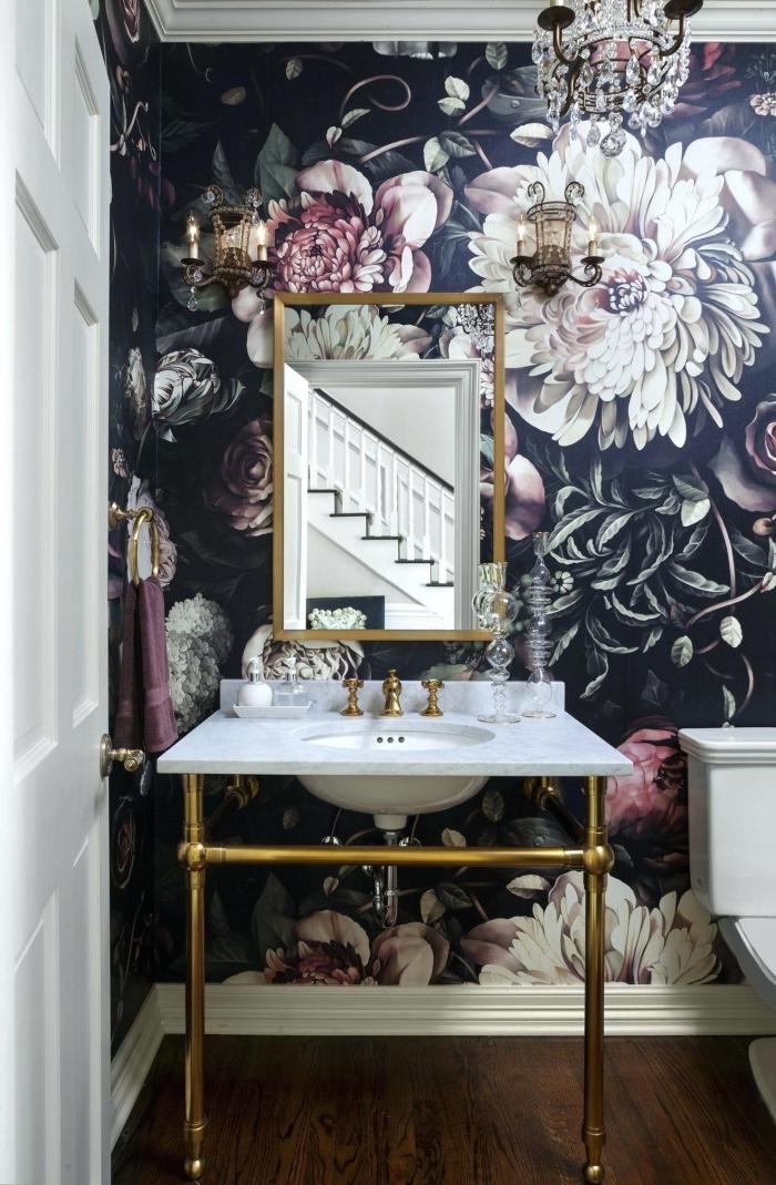 idée amenagement wc original, habillage mural en papier peint 3D, modèle de meuble lavabo toilette en blanc et or