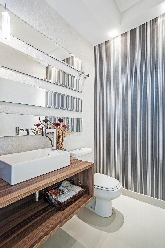 idée couleur wc style contemporain, modèle toilettes aux murs blancs avec décoration papier peint en blanc et noir