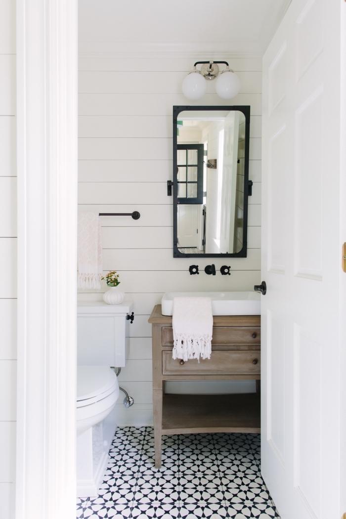 idée comment refaire ses toilettes, toilettes aux murs blancs avec meuble lavabo toilette en bois et accents noir mat