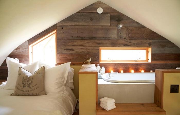 exemple comble aménageable aménagement de combles , décoration chambre sous pente en blanc et bois