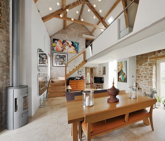 idée aménagement de combles dans une grange mezzanine, design moderne de style rustique avec accents industriel
