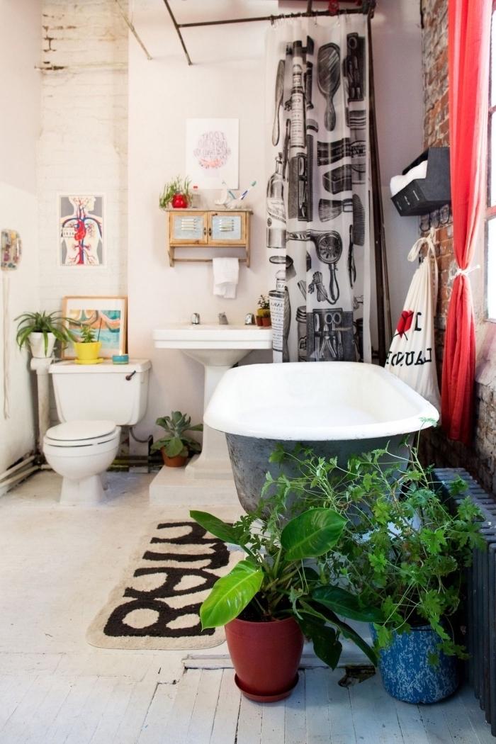exemple comment refaire ses toilettes à petit budget, décoration toilettes avec objets colorés et plantes vertes