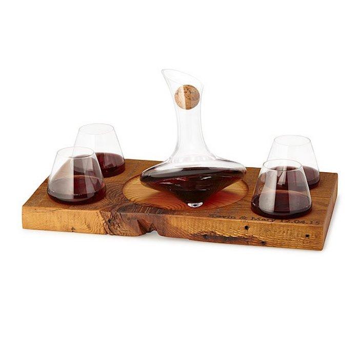 Planche bois pour vin avec verres et garaffe, cadeau romantique, idée de cadeaux pour chaque occasion