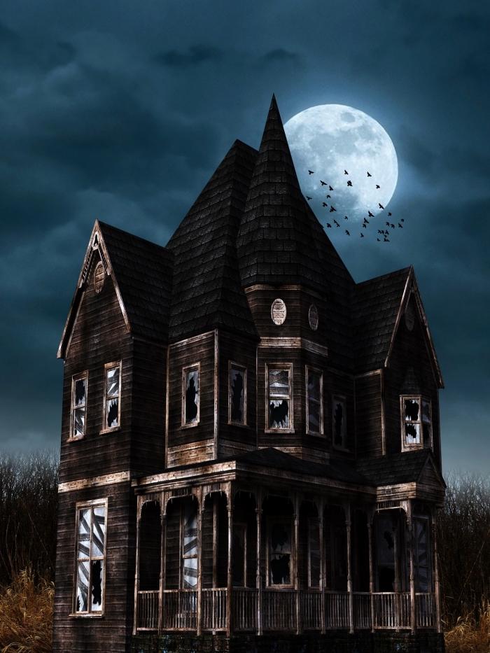 photo halloween pour écran iphone, image halloween avec maison abandonnée au pleine lune et vol de chauve souris
