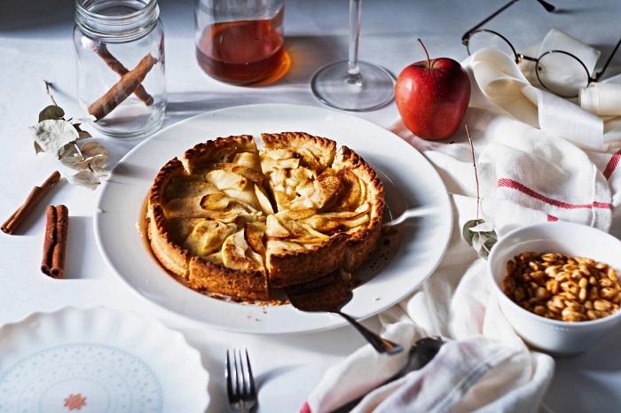 tarte aux pommes et à la cannelle, idée de dessert d'automne à base de pommes, recettes à base de pommes en pâtisserie