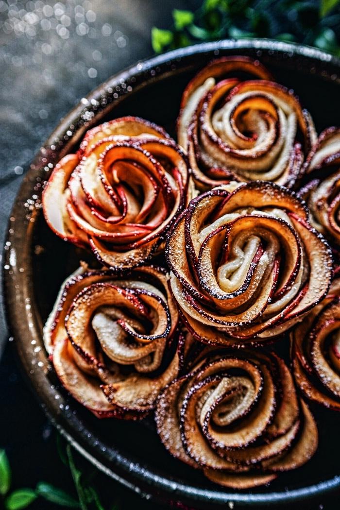 idée dessert rapide et facile en pâte feuilletée, roses de pommes en pâte feuilletée, dessert d'automne à base de pommes