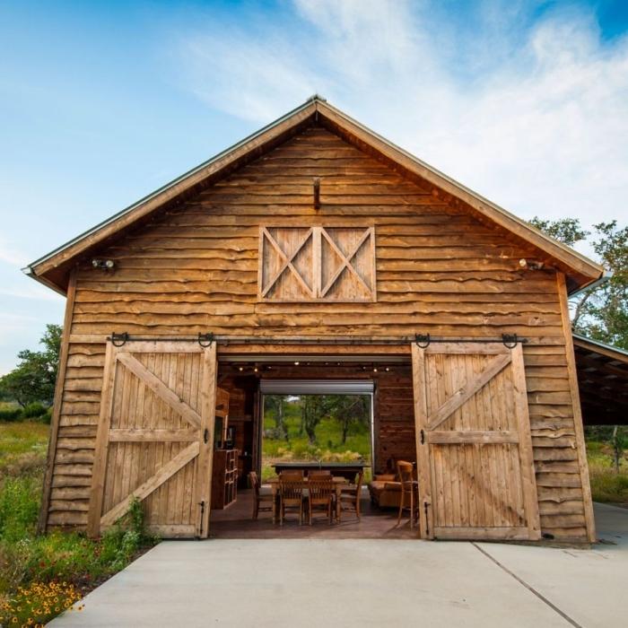 projet de transformation grange en habitation, idée comment aménager une grange en cuisine et salle à manger