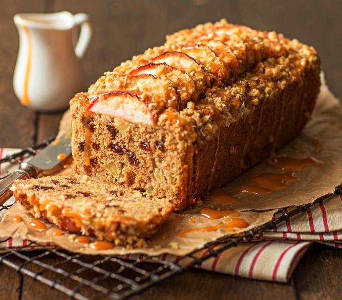 recette de gâteau crumble aux pommes, miel et cannelle, gâteau moelleux façon crumble aux pommes