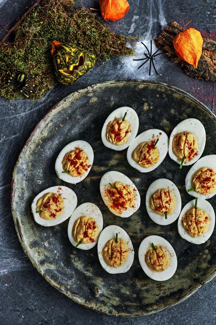 recette rapide et facile pour l'apero halloween, oeufs mimosa à la mayonnaise et au paprika, oeufs citrouilles en amuse-bouches d'hallwoeen