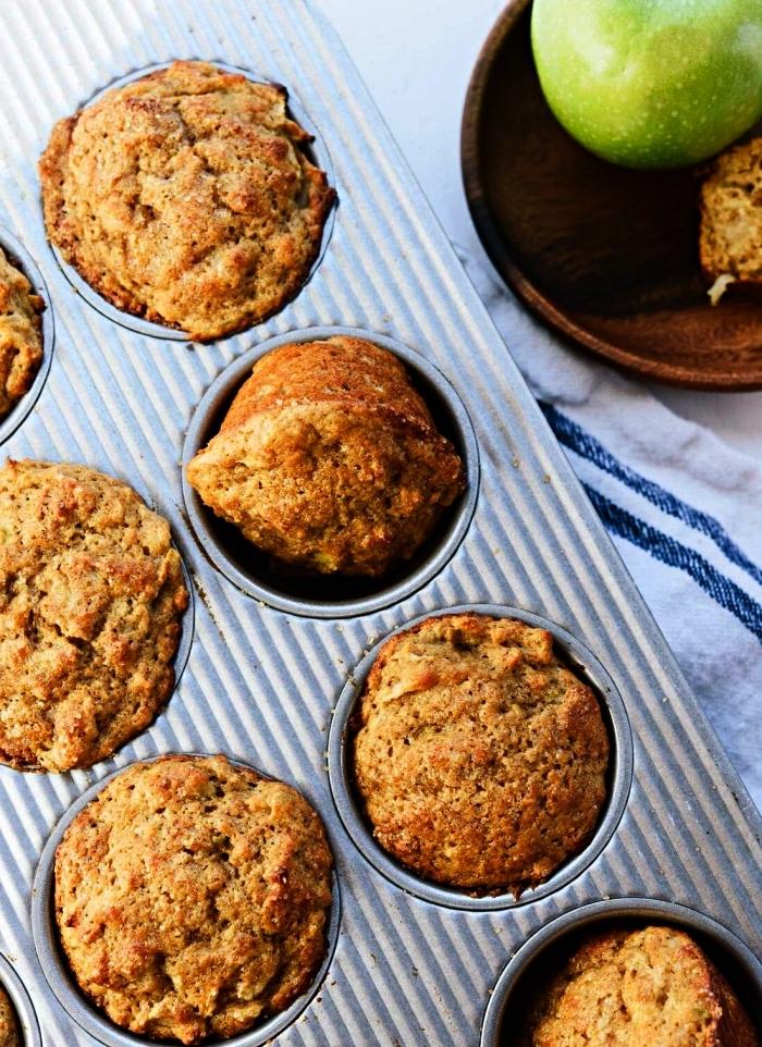 recette healthy de muffins moelleux à base de pommes et cannelle, dessert à base de pommes facile et rapide