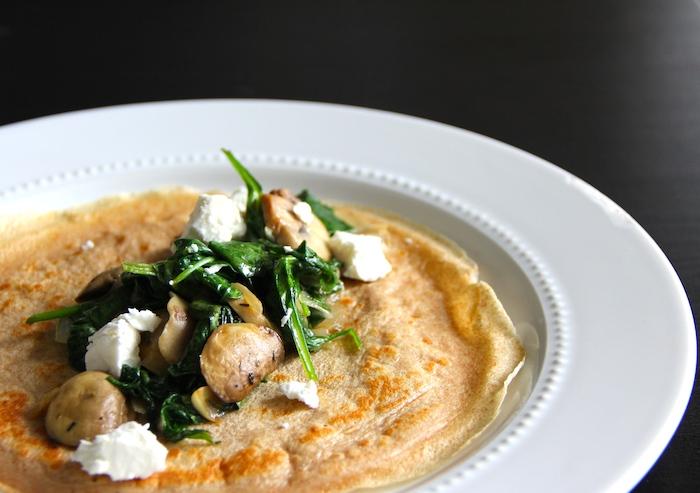 farce de crepe salé aux champignons, épinards, et fromage feta, idee comment faire une crepe salée