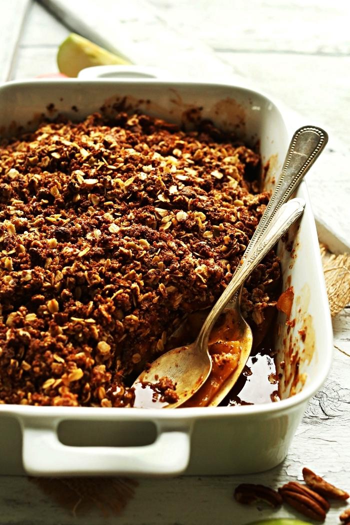 recette crumble vegan aux pommes, noix de pécan et à l'avoine, recette healthy à base de pommes