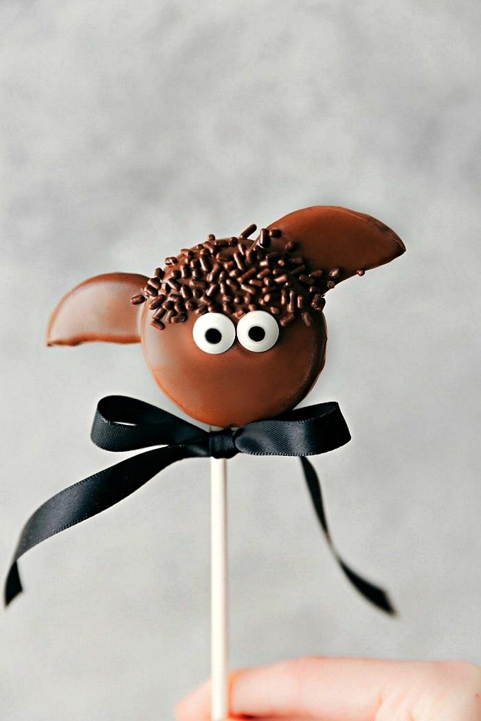 recette de cake pop chauve-souris au chocolat et biscuits, recette gateau halloween maternelle à faire avec les enfants