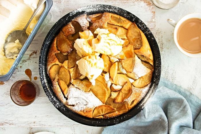 recette de clafoutis aux pommes traditionnel, tarte française aux pommes caramélisées, idées de desserts d'automne à base de pommes