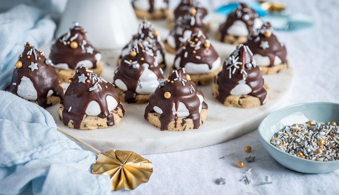 mini dessert faicle et rapide de mini cookie pepite de chocolat avec topping guimauve marshmallow et vermicelles de sucre et etoiles