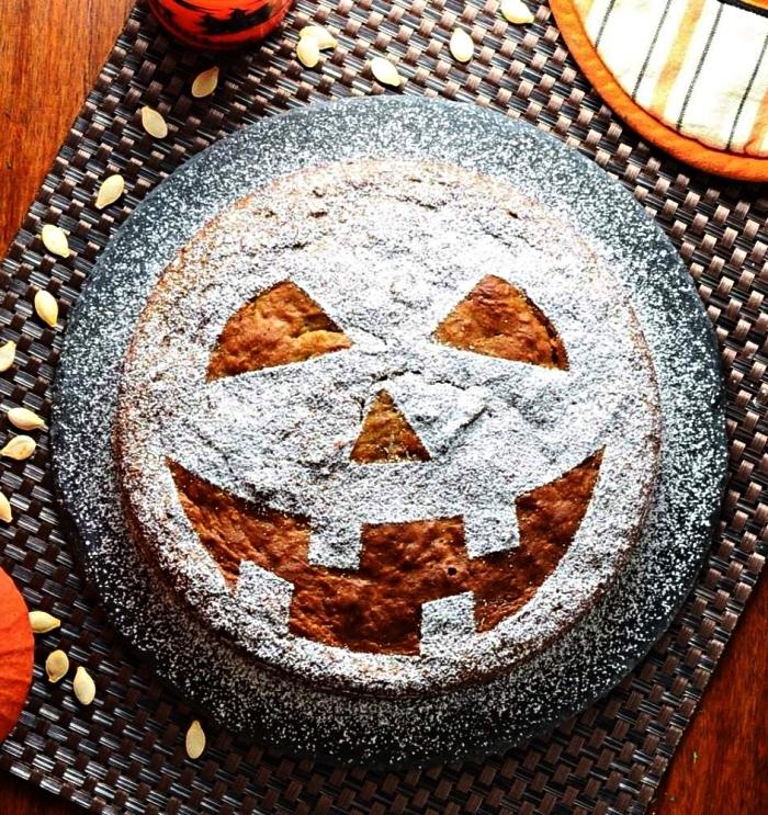 cake moelleux à la citrouille et à la ricotta au décor en sucre glace, gateau d'halloween à la ricotta