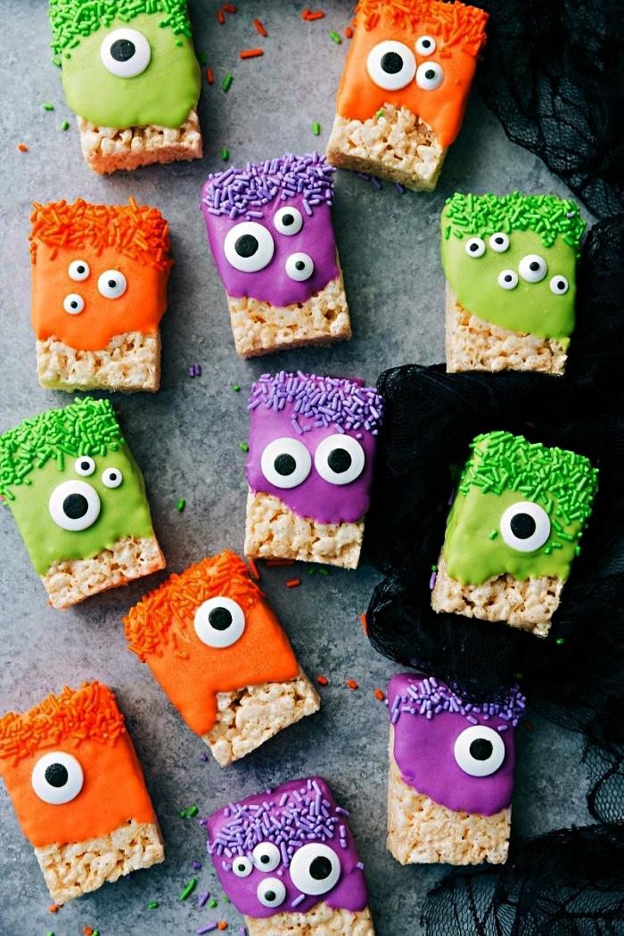 dessert facile et rapide pour halloween à faire avec les enfants, barres de riz soufflé cyclope au glaçage coloré