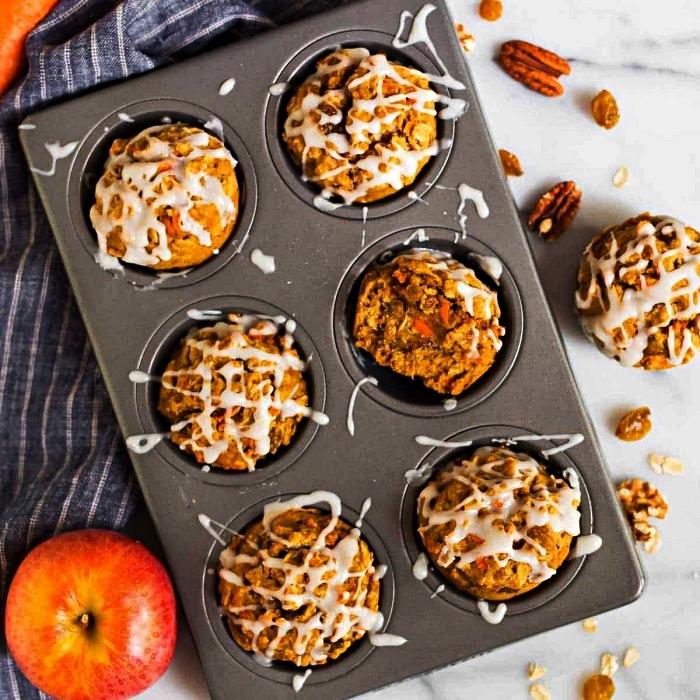 recette healthy de muffins moelleux à la pomme et cannelle, avec glaçage de sucre glace