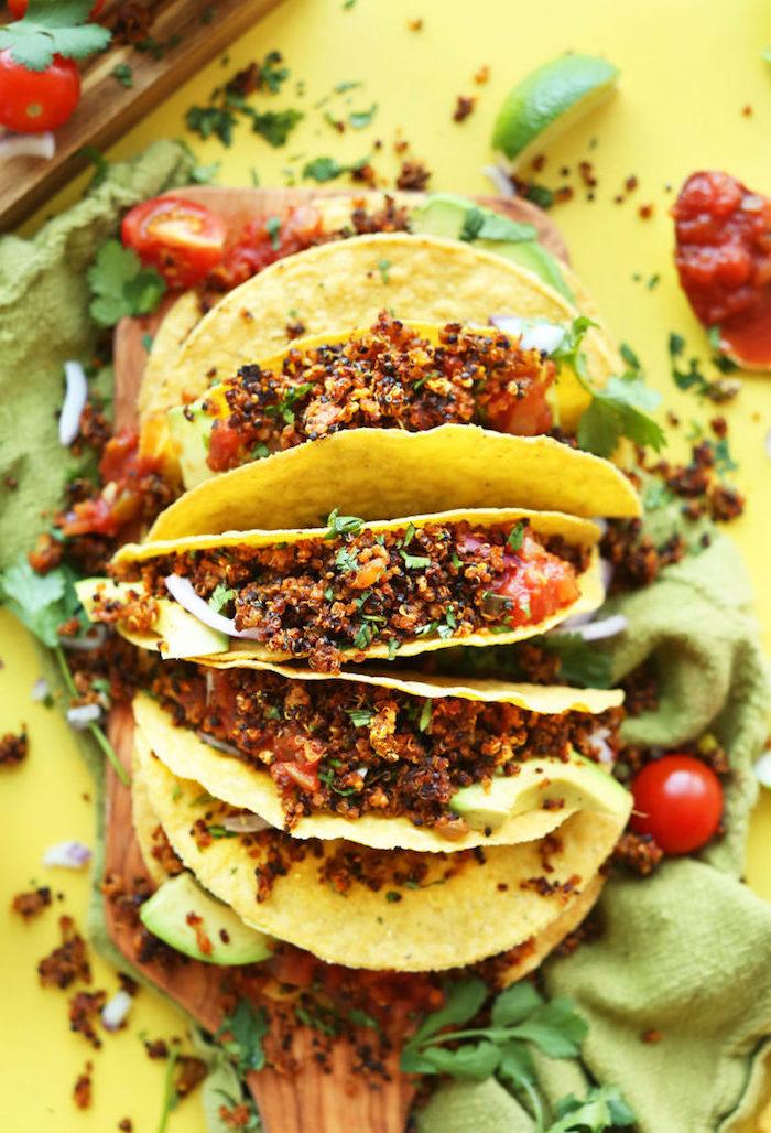 recette végétarienne pour un aperitif dinatoire, wraps de tortillas végétariens au quinoa et aux épices
